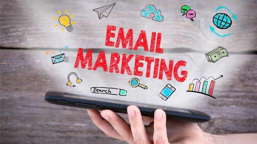gui Email Marketing khach hàng